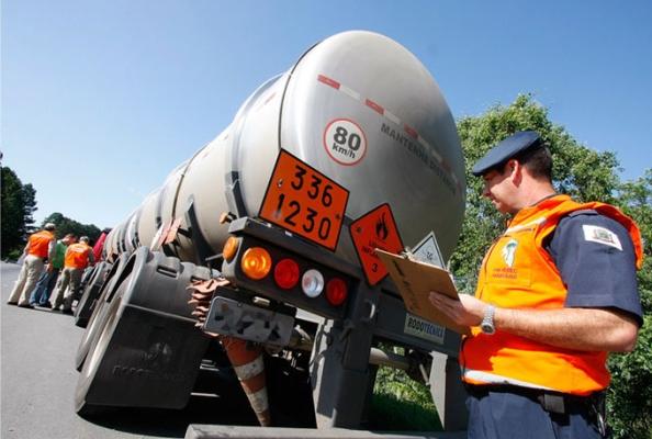 Licenca-para-Transporte-de-Produtos-Perigosos
