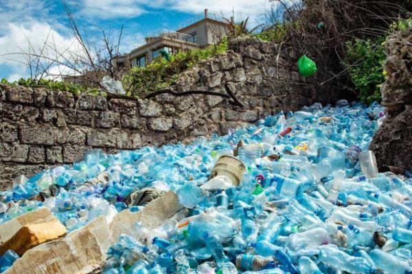 Campanha-do-PNUMA-convida-países-a-reduzir-a-poluição-plástica-nos-mares